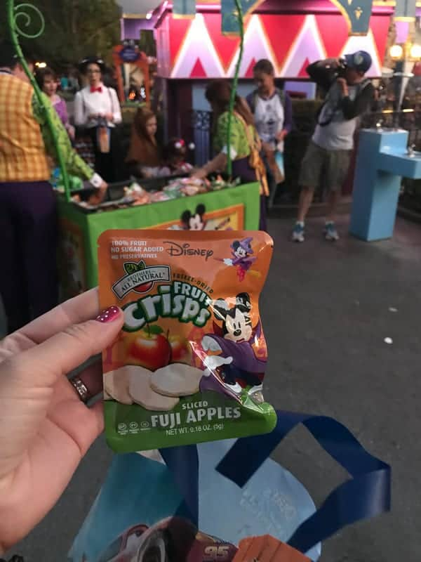 Eating gluten-free at Disneyland - apple crisps given out at Mickey's Halloween Party